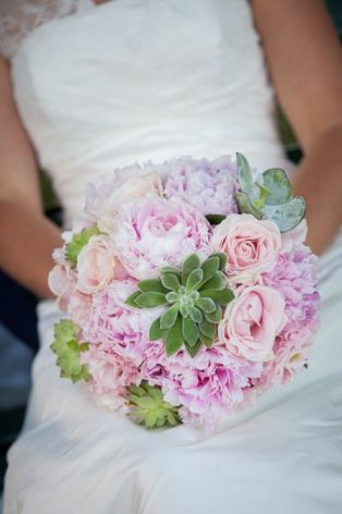 Bouquet with peonies and succulents by Giuseppina Comoli
