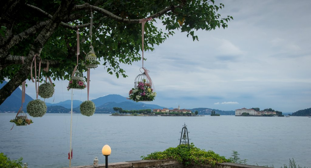 Flower arrangement for wedding on Isola Bella: Little cages