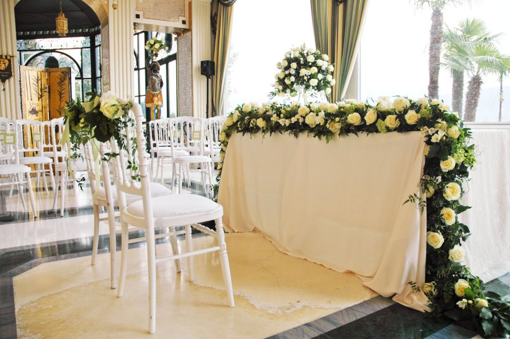 Floral decorations for a civil wedding on Lake Maggiore